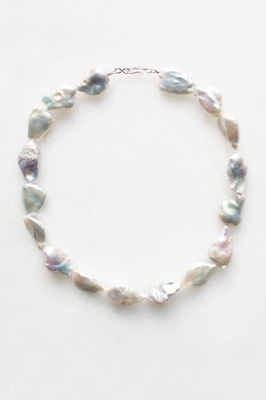 Iridescent Pearl Collar Necklace